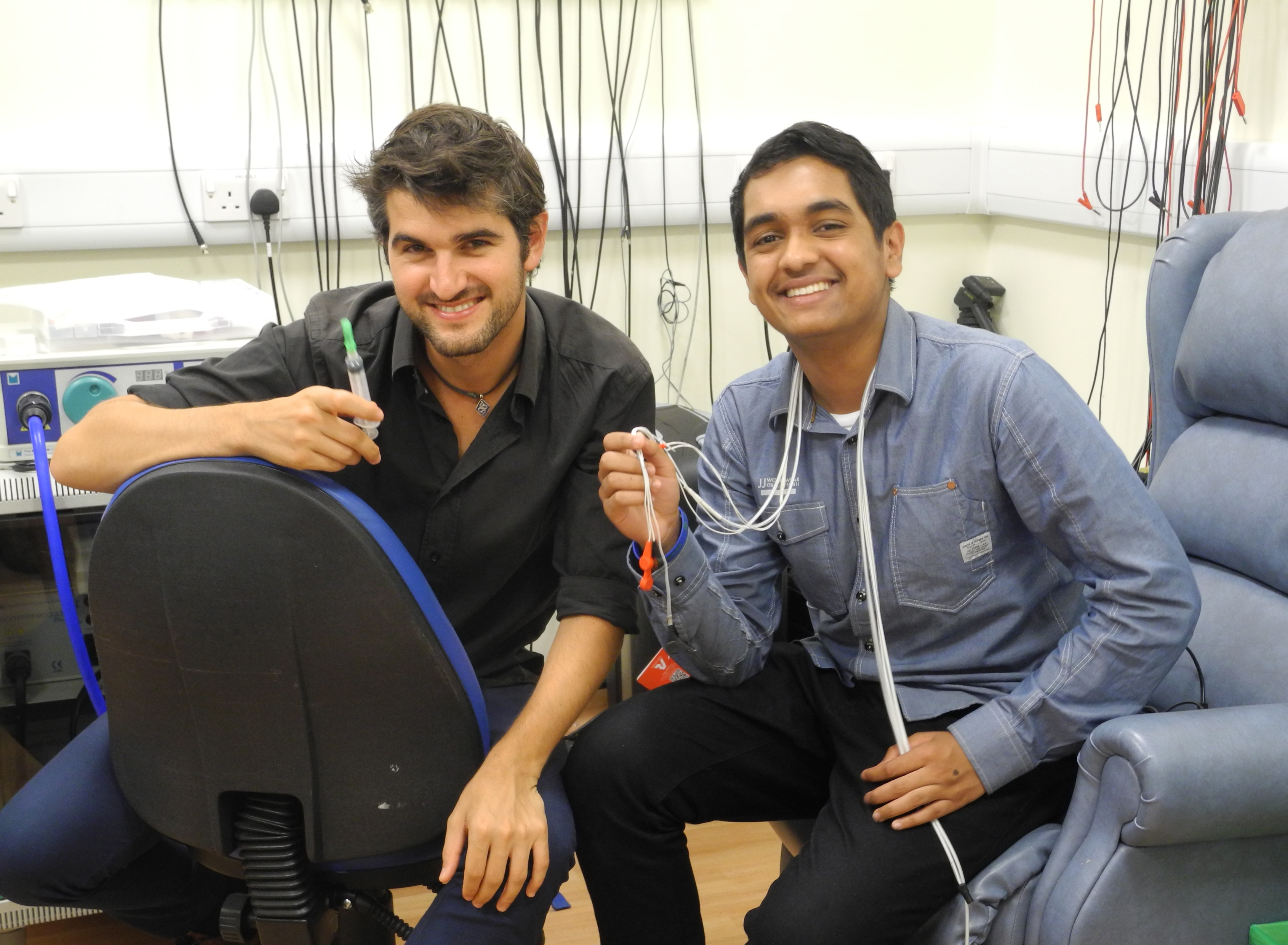 In2scienceUK placement student Yusuf, with his mentor, Unit scientist Dr Eduardo Martin Moraud.