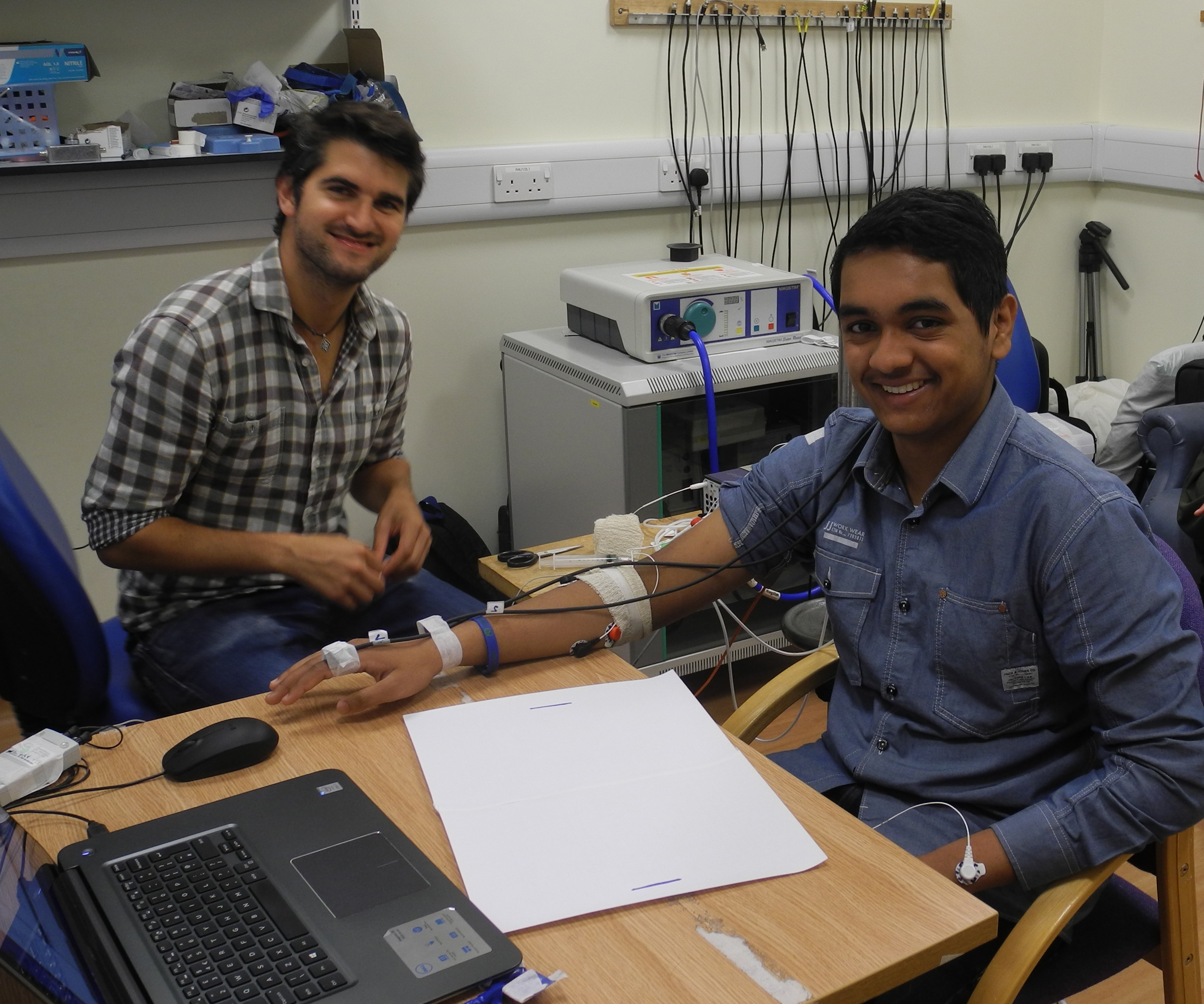 In2scienceUK student Yusuf, with mentor Eduardo, acquiring some data on muscle activation at the MRC BNDU.