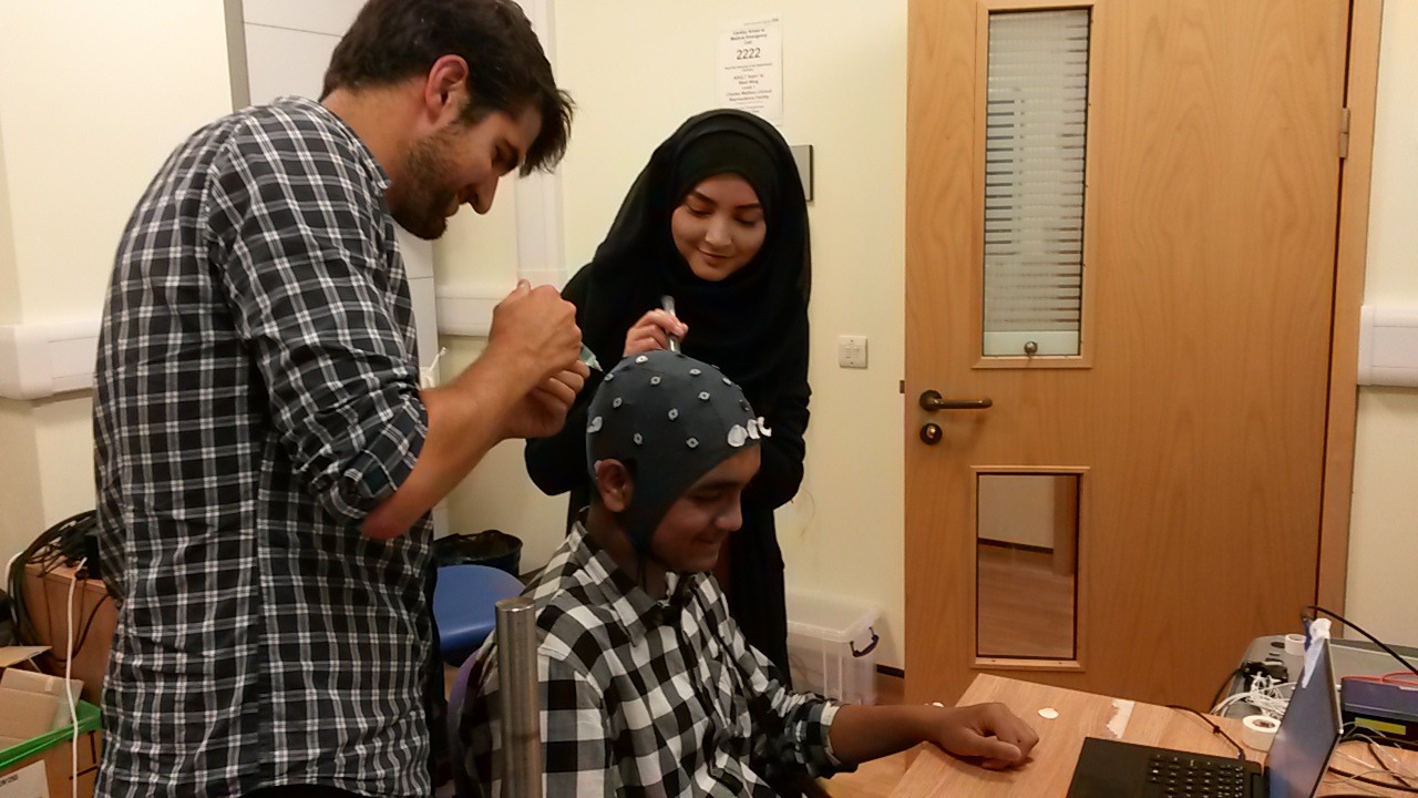 In2scienceUK students Yusuf and Shakera get to grips with brain research at the MRC BNDU.